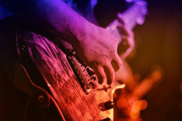 En gitarr i närbild